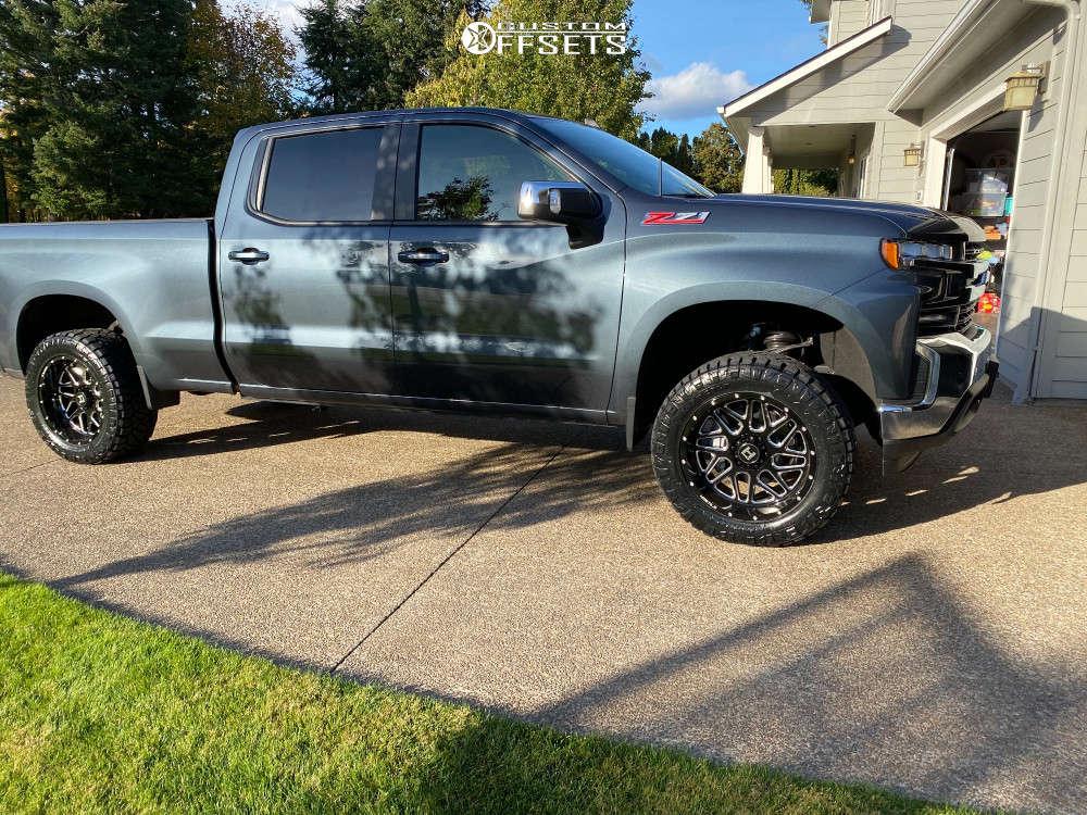 "2020 Chevrolet Silverado 1500 Aggressive > 1"" outside fender on 20x10 -24 offset Hostile Sprocket and 33""x12.5"" Nitto Ridge Grappler on Leveling Kit - Custom Offsets Gallery"