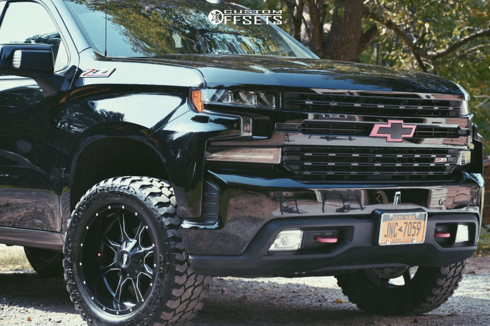 """2020 Chevrolet Silverado 1500 Aggressive > 1"""" outside fender on 20x10 -18 offset Moto Metal Mo970 and 33""""x12.5"""" Achilles Desert Hawk X-mt on Leveling Kit - Custom Offsets Gallery"""