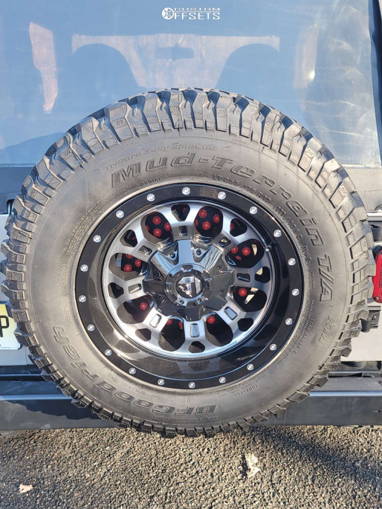 """2001 Jeep TJ Aggressive > 1"""" outside fender on 17x9 -12 offset Fuel Crush & 285/75 Thunderer Trac Grip M/t on Suspension Lift 2.5"""" - Custom Offsets Gallery"""
