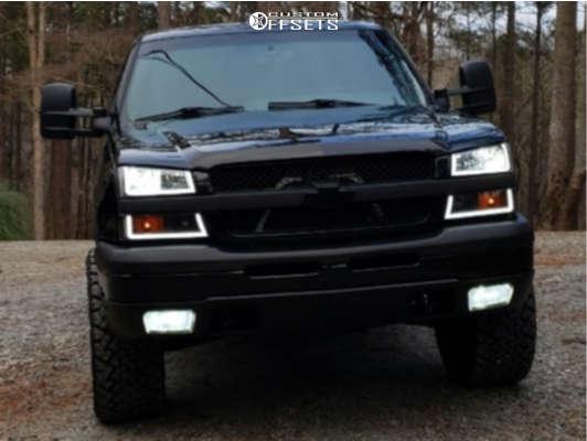 "2004 Chevrolet Avalanche Super Aggressive 3""-5"" on 20x10 -19 offset Fuel Assault & 33""x12.5"" Venom Power Terra Hunter X/t on Stock - Custom Offsets Gallery"