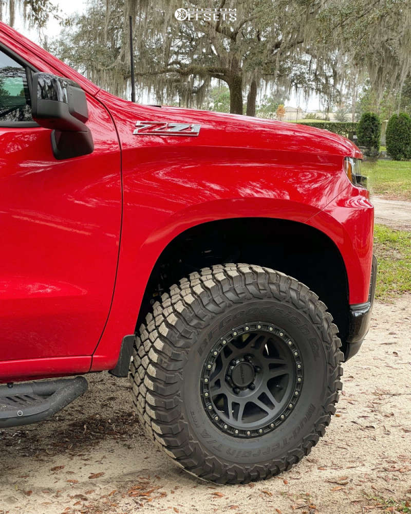 "2020 Chevrolet Silverado 1500 Aggressive > 1"" outside fender on 17x9 -12 offset Method Mr312 and 35""x12.5"" BFGoodrich Mud-terrain T/a Km3 on Leveling Kit - Custom Offsets Gallery"