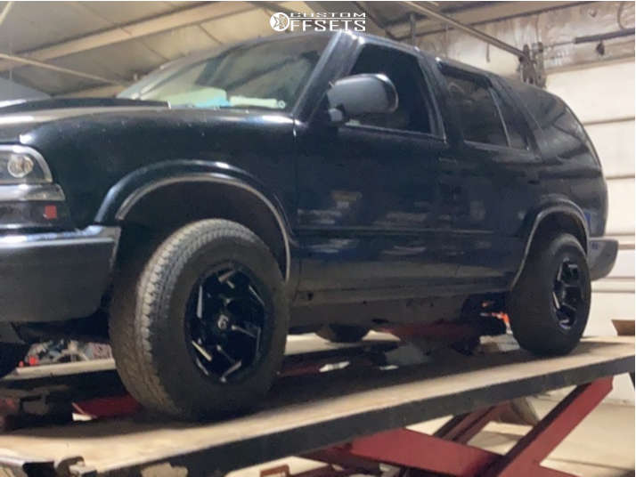 """2000 Chevrolet Blazer Aggressive > 1"""" outside fender on 15x8 -18 offset Fuel Reaction & 29""""x9.5"""" Kumho Road Venture At51 on Stock Suspension - Custom Offsets Gallery"""