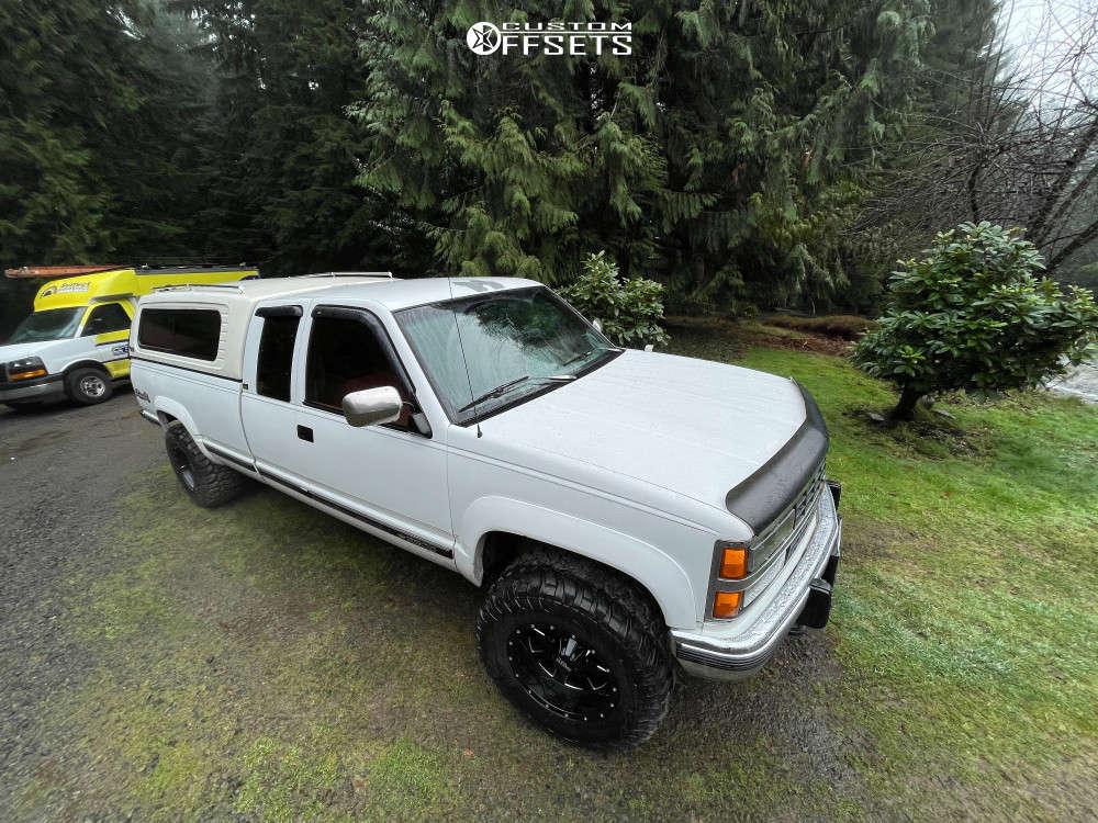 "1993 Chevrolet K2500 Super Aggressive 3""-5"" on 17x10 -24 offset Moto Metal 962 & 33""x12.5"" RBP MT II on Stock Suspension - Custom Offsets Gallery"