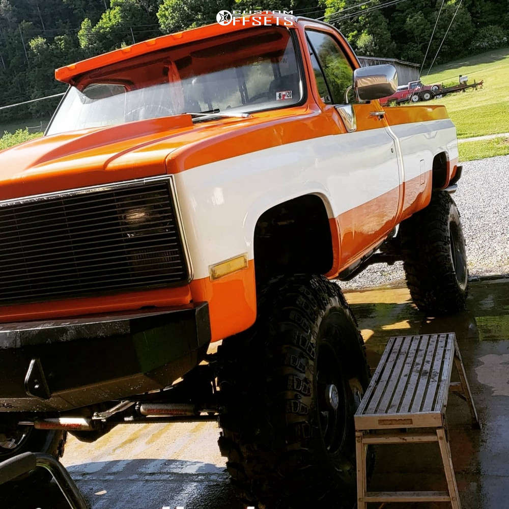 """1985 Chevrolet K30 Aggressive > 1"""" outside fender on 17x10 -24 offset Moto Metal MO962 and 35""""x12.5"""" Federal Couragia MT on Suspension Lift 7"""" - Custom Offsets Gallery"""