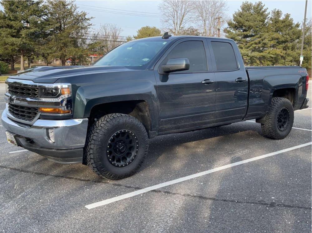 "2018 Chevrolet Silverado 1500 Aggressive > 1"" outside fender on 17x8.5 -12 offset Method Mr305 and 33""x12.5"" Nitto Ridge Grappler on Leveling Kit - Custom Offsets Gallery"