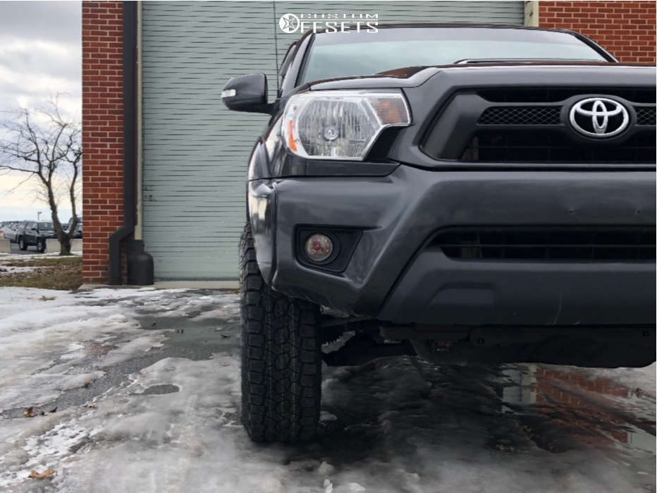 """2013 Toyota Tacoma Slightly Aggressive on 16x8 0 offset Method Mr305 and 33""""x12.5"""" Toyo Tires Open Country A/T Iii on Leveling Kit - Custom Offsets Gallery"""