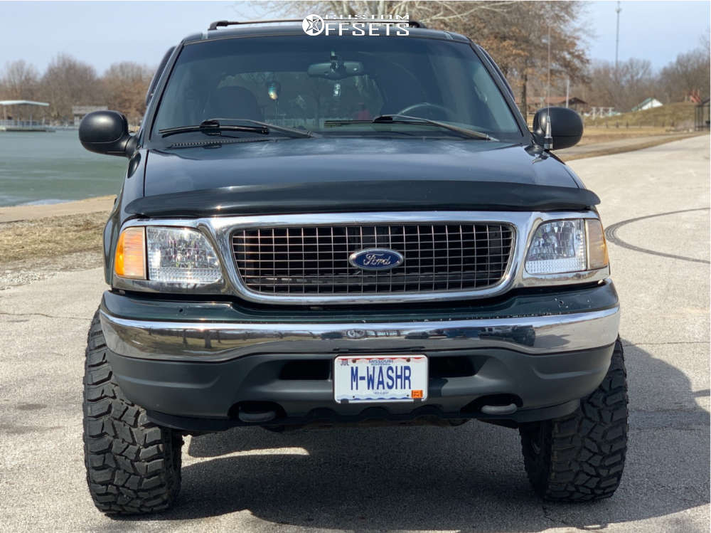 """2001 Ford Expedition Aggressive > 1"""" outside fender on 16x10 -38 offset Ion Alloy 171 and 305/70 Cooper Discoverer Stt Pro on Leveling Kit - Custom Offsets Gallery"""