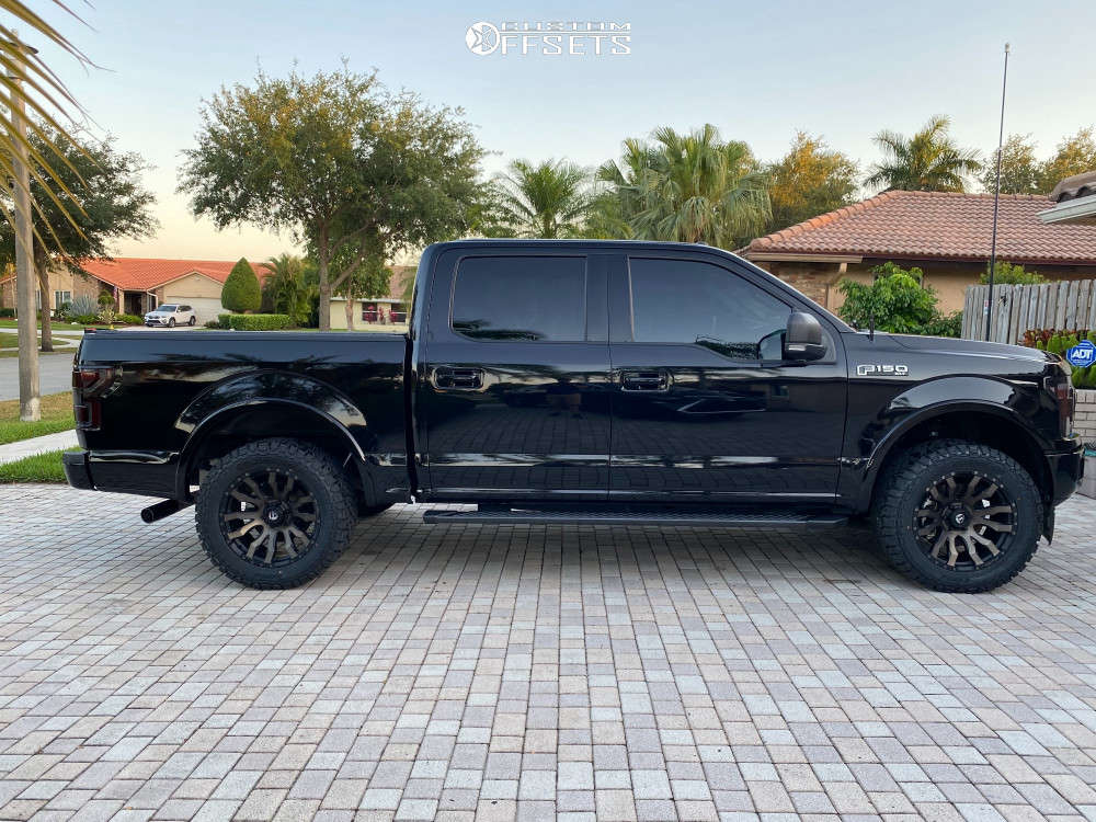"""2018 Ford F-150 Aggressive > 1"""" outside fender on 20x9 1 offset Fuel Blitz and 33""""x12.5"""" Kenda Klever R/T on Leveling Kit - Custom Offsets Gallery"""