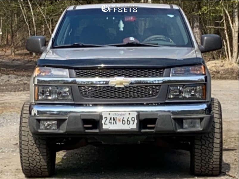 "2004 Chevrolet Colorado Super Aggressive 3""-5"" on 18x10 -24 offset Moto Metal 962 & 33""x12.5"" Falken Wildpeak At3w on Stock Suspension - Custom Offsets Gallery"