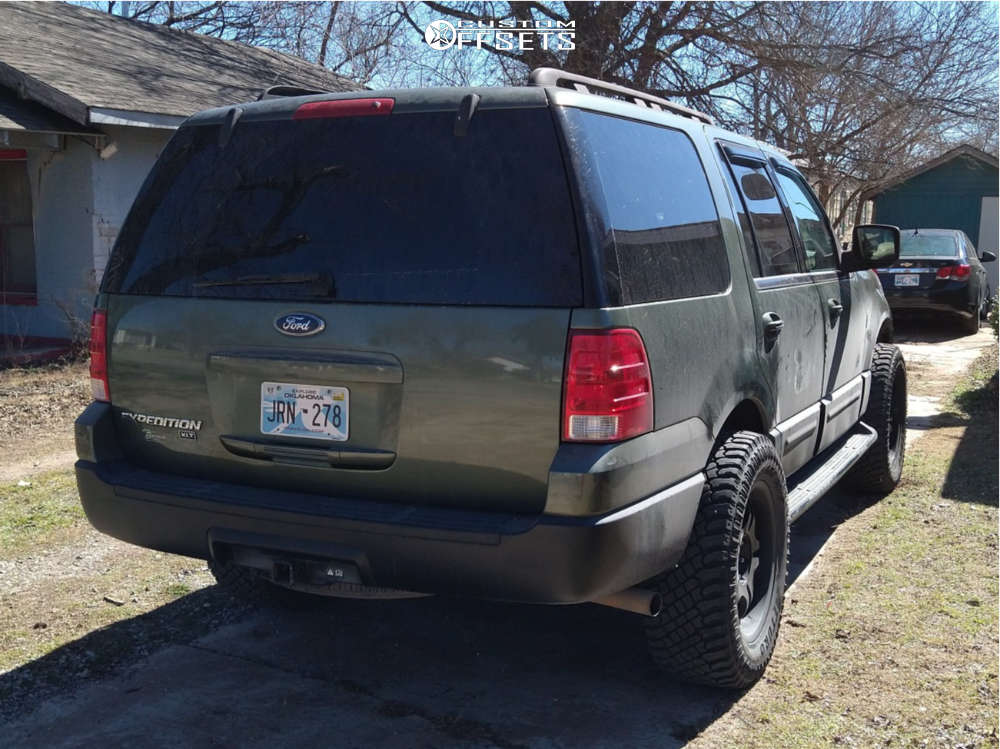 """2005 Ford Expedition Aggressive > 1"""" outside fender on 20x9 29 offset Ultra Wheels Sentinel & 35""""x12.5"""" Atturo Trail Blade Xt on Leveling Kit - Custom Offsets Gallery"""