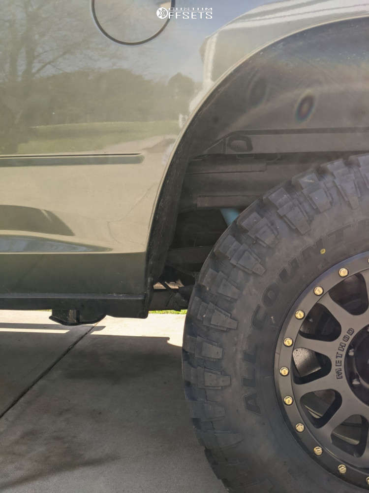 """2020 Ram 2500 Aggressive > 1"""" outside fender on 18x9 18 offset Method MR305 and 35""""x12.5"""" Ironman All Country MT on Stock Suspension - Custom Offsets Gallery"""