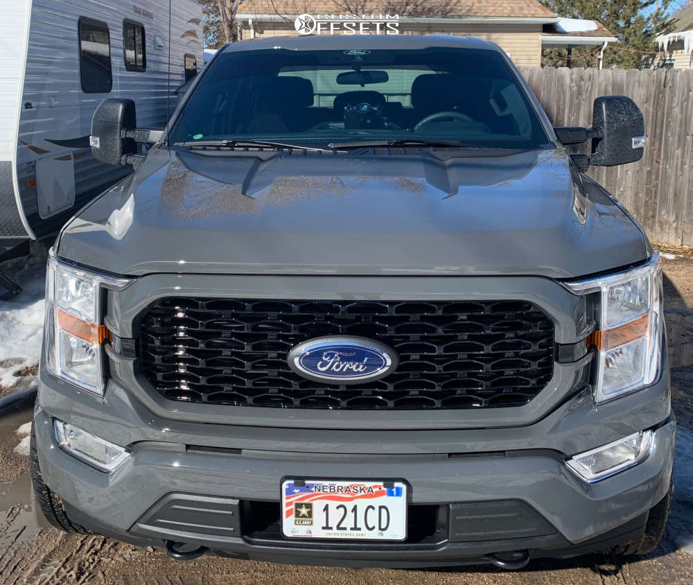 """2021 Ford F-150 Aggressive > 1"""" outside fender on 20x10 -24 offset Moto Metal Mo978 RAZOR & 285/60 Hankook Dynapro A/t2 on Leveling Kit - Custom Offsets Gallery"""