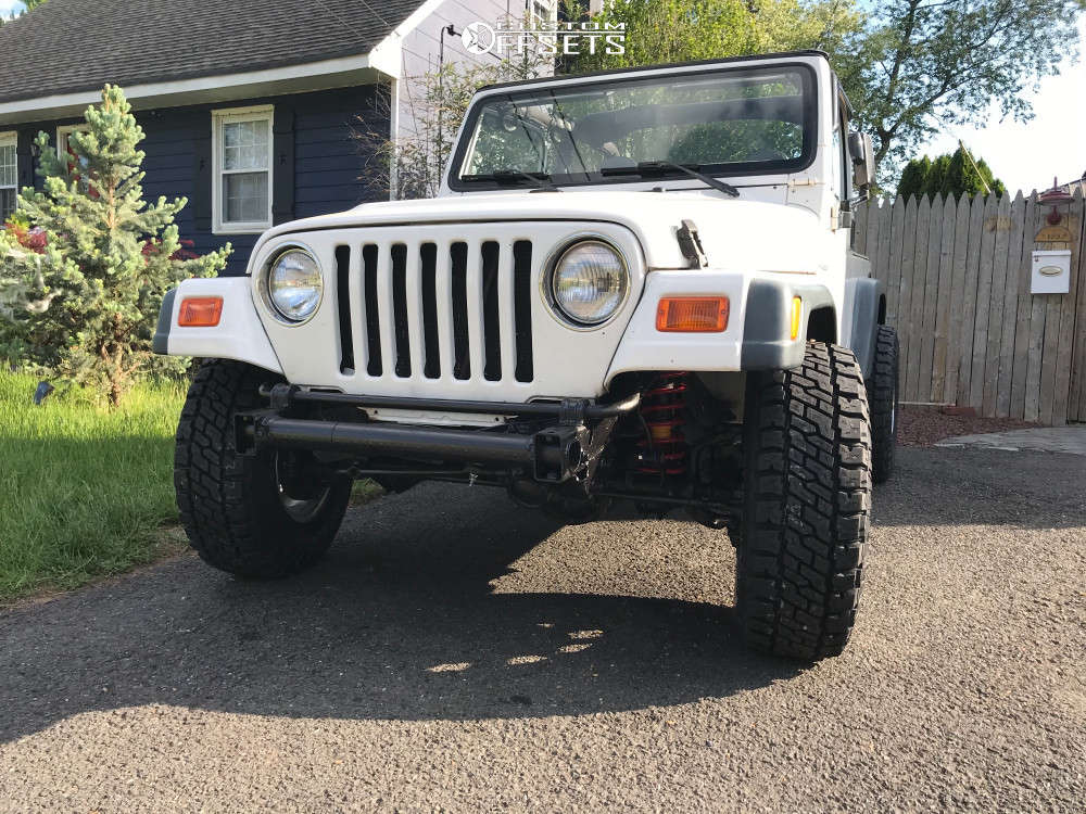 """2000 Jeep Wrangler Aggressive > 1"""" outside fender on 15x8 -19 offset Pro Comp 1069 and 31""""x10.5"""" Dick Cepek Trail Country EXP on Stock Suspension - Custom Offsets Gallery"""