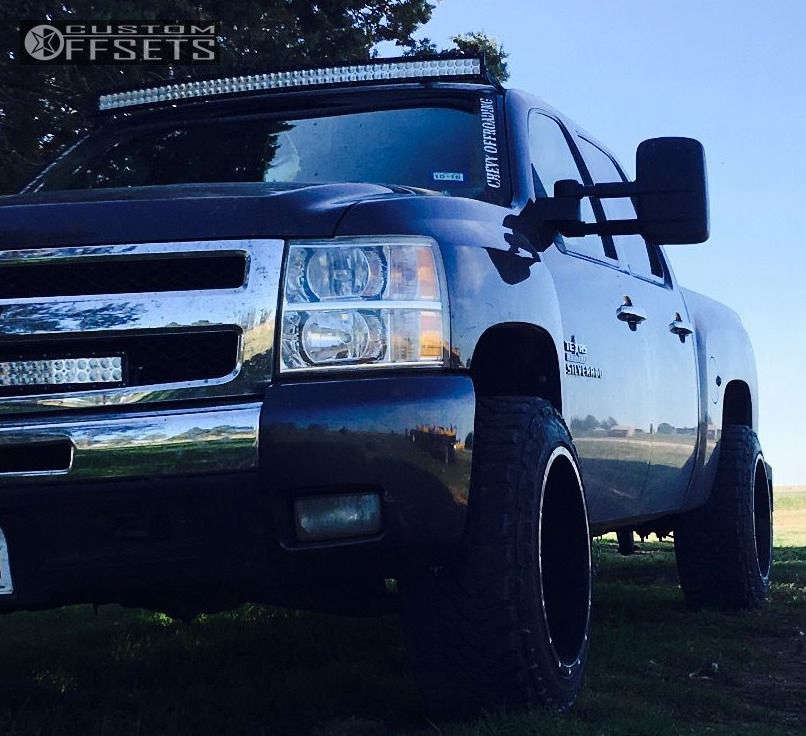 """2011 Chevrolet Silverado 1500 Aggressive > 1"""" outside fender on 20x12 -44 offset Moto Metal Mo962 & 275/55 Toyo Tires Open Country M/T on Leveling Kit - Custom Offsets Gallery"""