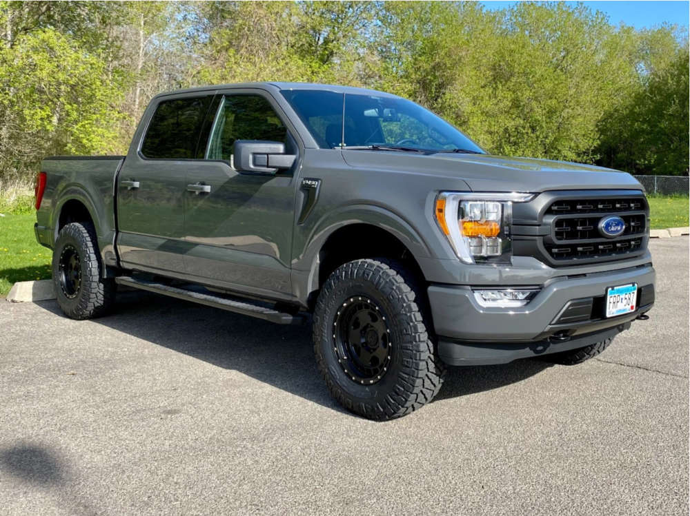 """2021 Ford F-150 Aggressive > 1"""" outside fender on 17x8.5 0 offset Fifteen52 Offroad Turbomac HD & 285/75 Nitto Ridge Grappler on Leveling Kit - Custom Offsets Gallery"""