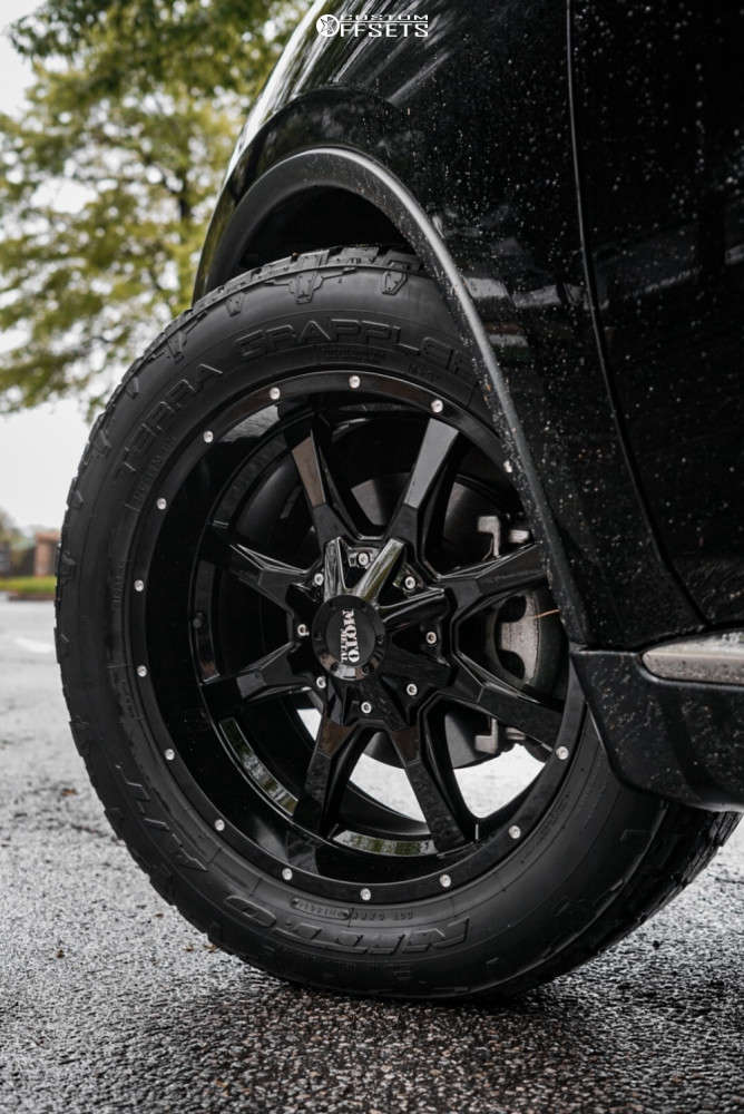 """2020 Dodge Durango Aggressive > 1"""" outside fender on 20x9 0 offset Moto Metal Mo970 and 275/55 Nitto Terra Grappler G2 on Stock Suspension - Custom Offsets Gallery"""