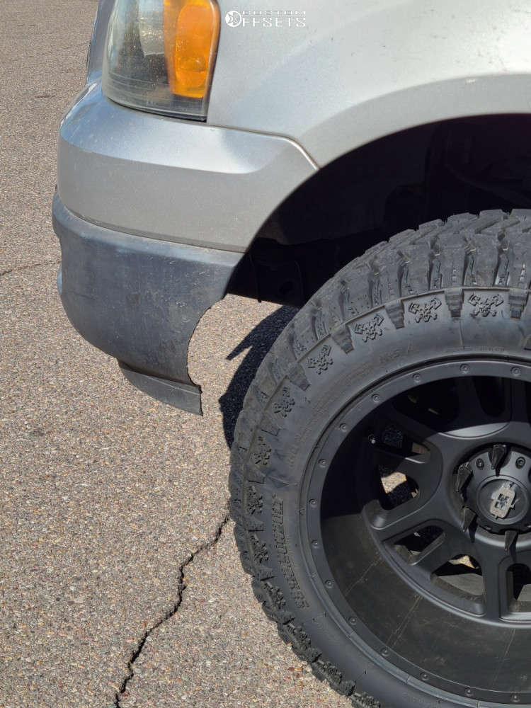 """2004 Ford Expedition Aggressive > 1"""" outside fender on 20x12 -51 offset Vision Split & 33""""x12.5"""" Radar Renegade Rt Plus on Leveling Kit - Custom Offsets Gallery"""