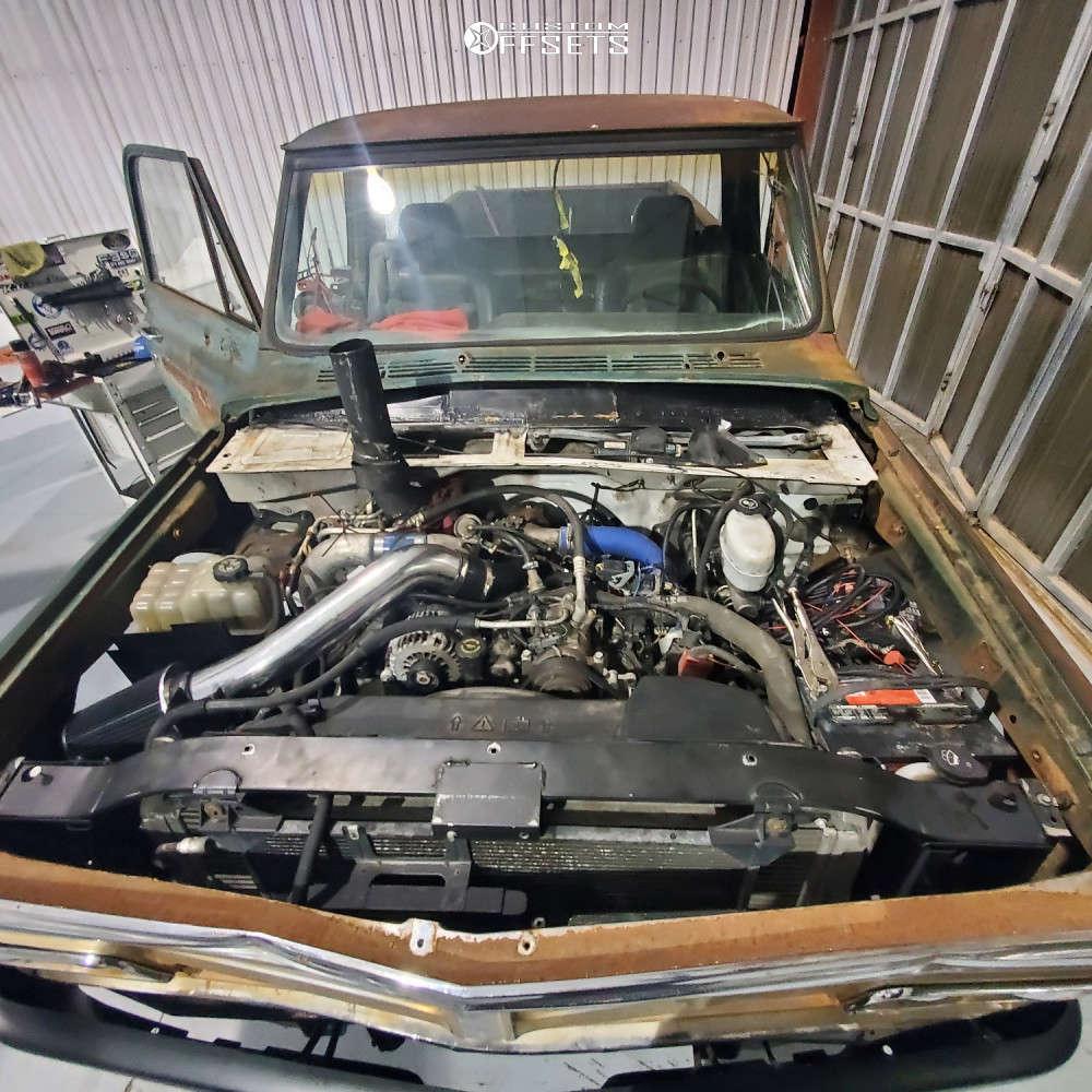 "1967 GMC C15/C1500 Pickup Super Aggressive 3""-5"" on 20x12 -44 offset Hostile Sprocket & 33""x12.5"" Sailun Atrezzo Svr Lx on Leveling Kit - Custom Offsets Gallery"