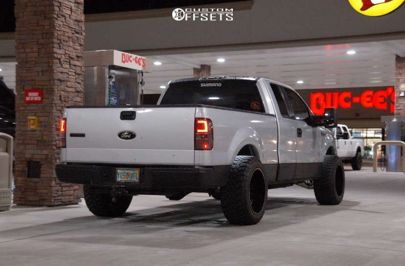 """2005 Ford F-150 Aggressive > 1"""" outside fender on 20x12 -44 offset Hostile Fury and 33""""x12.5"""" Kenda Klever At2 on Leveling Kit - Custom Offsets Gallery"""
