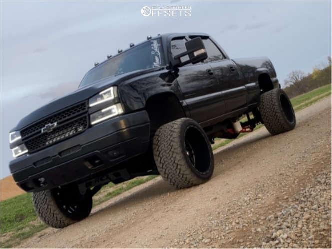 "2005 Chevrolet Silverado 2500 HD Hella Stance >5"" on 22x14 -76 offset Tis 544bm and 33""x14.5"" Venom Power Terra Hunter X/t on Suspension Lift 6"" - Custom Offsets Gallery"