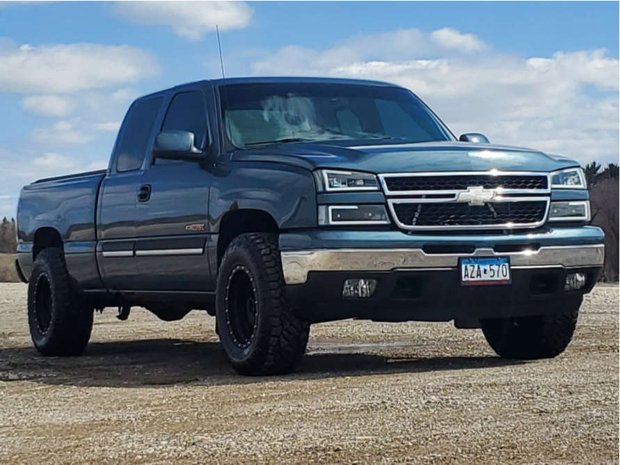 """2006 Chevrolet Silverado 1500 Aggressive > 1"""" outside fender on 17x9 -12 offset Method The Standard and 33""""x10.5"""" Nitto Ridge Grappler on Stock - Custom Offsets Gallery"""