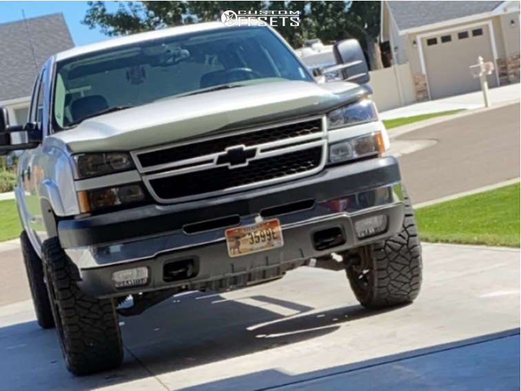 """2007 Chevrolet Silverado 2500 HD Classic Slightly Aggressive on 20x10 -24 offset Hostile Alpha and 33""""x11.5"""" Nitto Ridge Grapplers on Leveling Kit - Custom Offsets Gallery"""