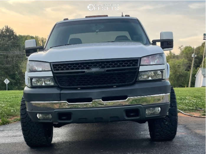 """2007 Chevrolet Silverado 2500 HD Classic Aggressive > 1"""" outside fender on 22x12 -44 offset TIS 547bm and 33""""x12.5"""" Kenda Klever R/t on Leveling Kit - Custom Offsets Gallery"""