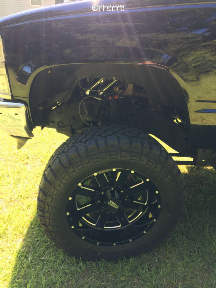 """1997 Chevrolet K1500 Aggressive > 1"""" outside fender on 20x10 24 offset Moto Metal MO962 and 35""""x12.5"""" Kenda Klever Rt on Air Suspension - Custom Offsets Gallery"""