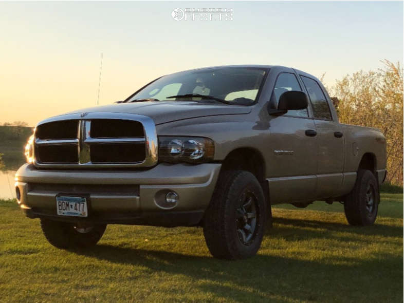 """2004 Dodge Ram 1500 Aggressive > 1"""" outside fender on 17x9 -12 offset Moto Metal Mo970 and 31""""x9.5"""" Sailun Terramax A/t on Stock Suspension - Custom Offsets Gallery"""