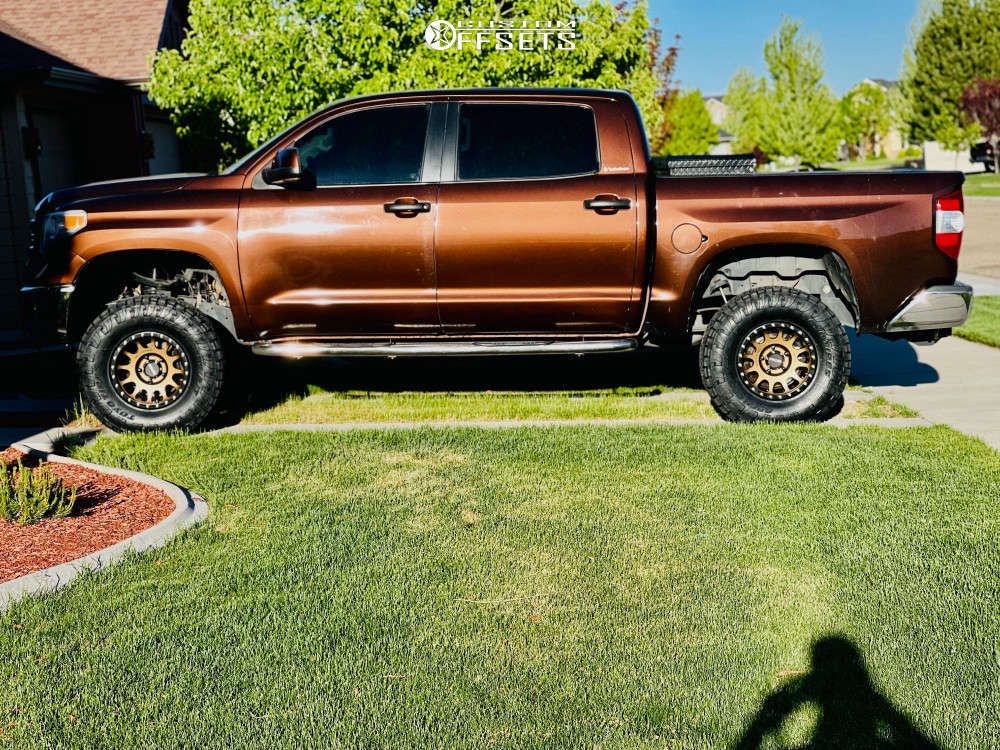 """2016 Toyota Tundra Aggressive > 1"""" outside fender on 17x9 0 offset Method Mr305 and 35""""x10.5"""" Toyo Open Country A/t Iii on Stock - Custom Offsets Gallery"""