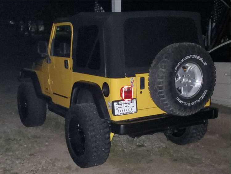 """2004 Jeep TJ Aggressive > 1"""" outside fender on 20x10 4.5 offset Tis Forged 544bm and 33""""x12.5"""" Kanati Mud Hog on Suspension Lift 3"""" - Custom Offsets Gallery"""