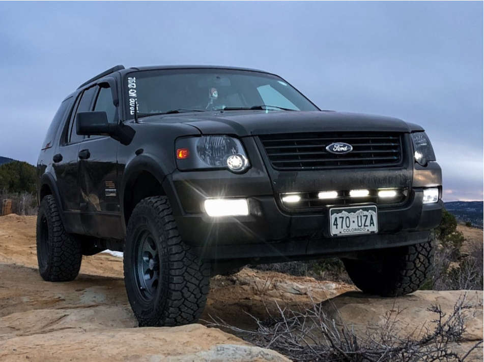 """2006 Ford Explorer Aggressive > 1"""" outside fender on 17x9.5 0 offset Ion Alloy 171 and 33""""x10.5"""" Kenda Klever At2 on Suspension Lift 4"""" - Custom Offsets Gallery"""