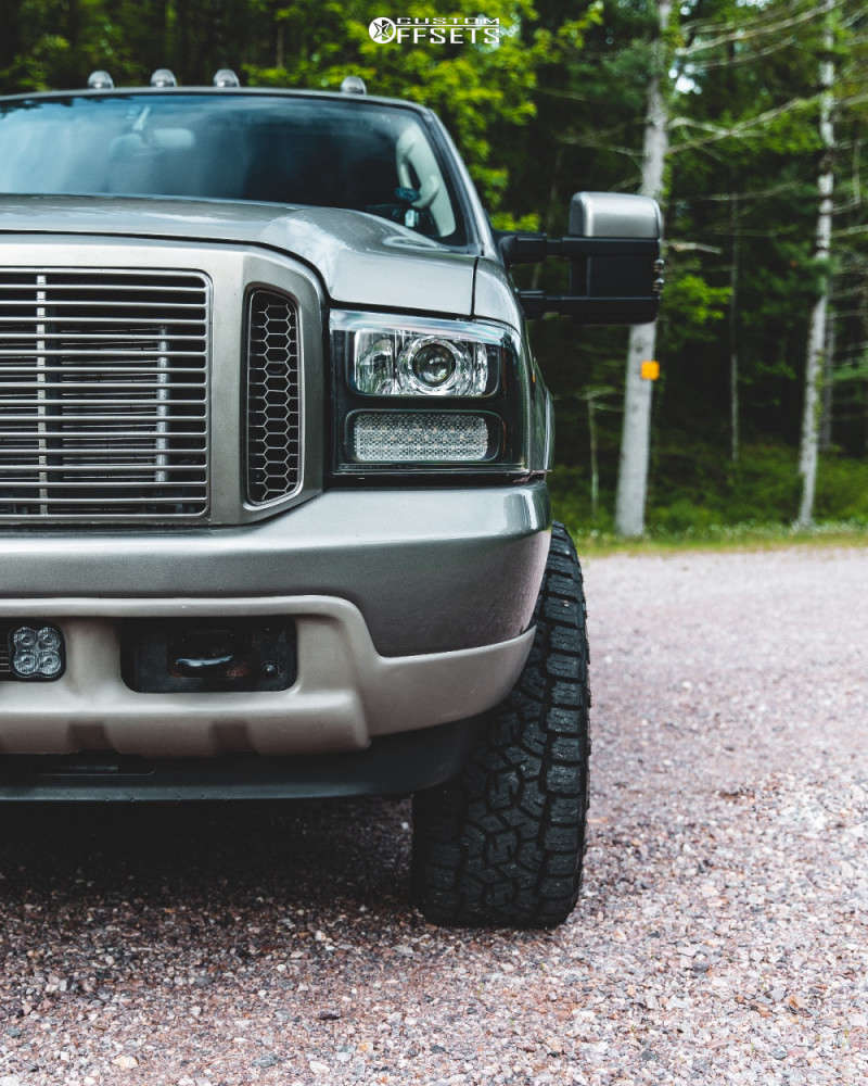 """2004 Ford Excursion Aggressive > 1"""" outside fender on 20x10 -25 offset ARKON OFF-ROAD Caesar & 33""""x12.5"""" Toyo Tires Open Country A/t Ill on Leveling Kit - Custom Offsets Gallery"""