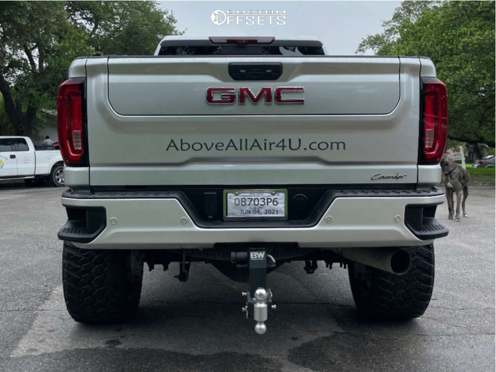 """2020 GMC Sierra 2500 HD Aggressive > 1"""" outside fender on 22x12 -44 offset Fuel Runner and 35""""x14.5"""" Nitto Trail Grappler on Suspension Lift 6.5"""" - Custom Offsets Gallery"""