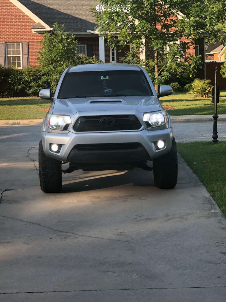 """2013 Toyota Tacoma Aggressive > 1"""" outside fender on 18x10 -24 offset Moto Metal MO970 and 275/65 Nitto Ridge Grapplers on Suspension Lift 3"""" - Custom Offsets Gallery"""