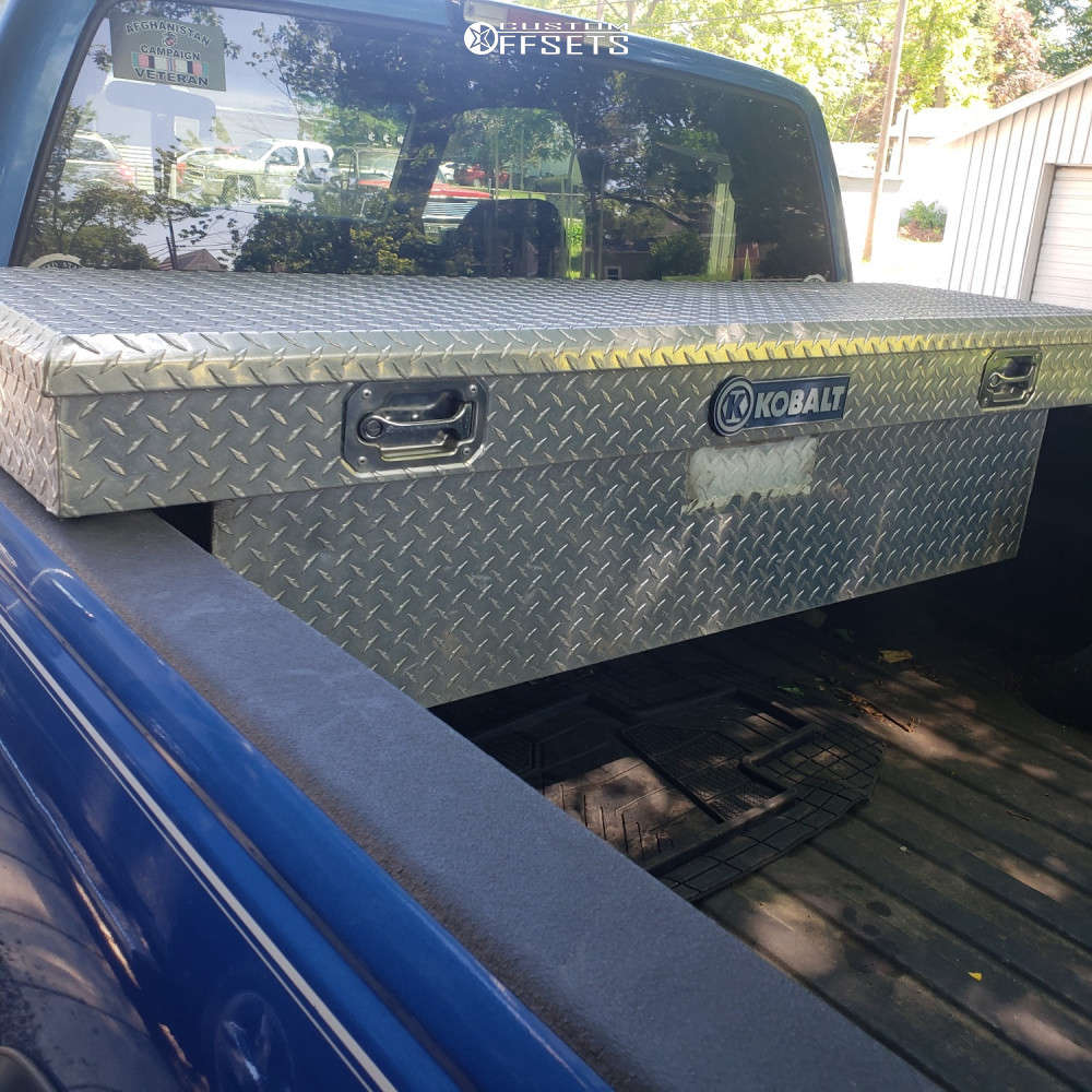 """1997 Chevrolet K1500 Aggressive > 1"""" outside fender on 17x9 0 offset Pro Comp Series 69 and 32""""x10.5"""" General Grabber Atx on Leveling Kit - Custom Offsets Gallery"""