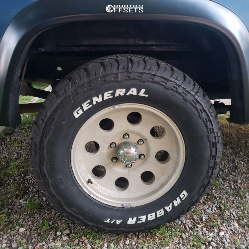"""1997 Chevrolet K1500 Aggressive > 1"""" outside fender on 17x9 -6.35 offset Pro Comp Series 69 and 32""""x10.5"""" General Grabber Atx on Leveling Kit - Custom Offsets Gallery"""