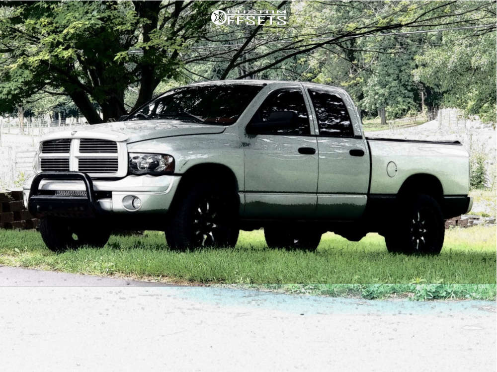 """2003 Dodge Ram 1500 Aggressive > 1"""" outside fender on 20x10 -24 offset Moto Metal Mo970 and 33""""x12.5"""" Falken Wildpeak A/t on Leveling Kit - Custom Offsets Gallery"""