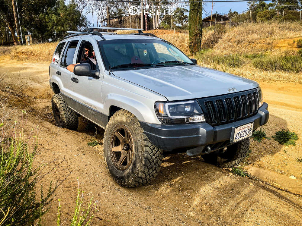 """2002 Jeep Grand Cherokee Aggressive > 1"""" outside fender on 17x9 -12 offset Rock Trix RT112 and 32""""x12.5"""" Falken Wildpeak Mt on Suspension Lift 4.5"""" - Custom Offsets Gallery"""