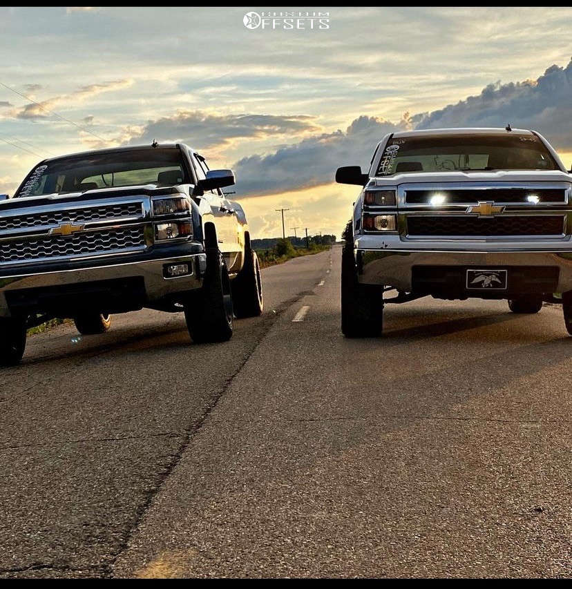 """2014 Chevrolet Silverado 1500 Slightly Aggressive on 20x12 -44 offset Motiv Offroad Magnus 423b and 33""""x12.5"""" Toyo Tires Open Country A/t Ill on Leveling Kit - Custom Offsets Gallery"""