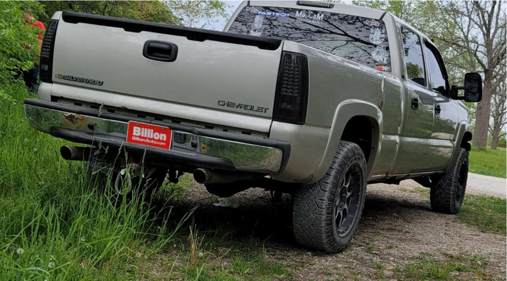 """2005 Chevrolet Silverado 1500 HD Aggressive > 1"""" outside fender on 18x10 18 offset Moto Metal Mo970 and 31""""x10.5"""" Goodyear Wrangler Duratrac on Stock Suspension - Custom Offsets Gallery"""