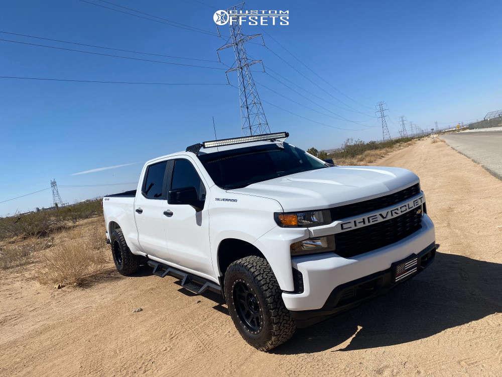 "2019 Chevrolet Silverado 1500 Aggressive > 1"" outside fender on 18x5 0 offset Method Mr305 and 32""x7.5"" BFGoodrich All Terrain T/a Ko2 on Stock - Custom Offsets Gallery"