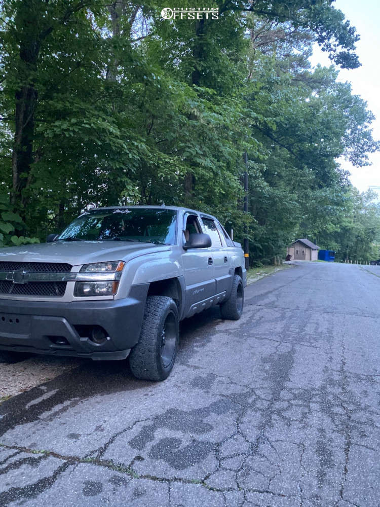 """2005 Chevrolet Avalanche 1500 Aggressive > 1"""" outside fender on 20x10 -44 offset Moto Metal Mo970 & 32""""x10.5"""" Nitto Terra Grappler G2 on Stock Suspension - Custom Offsets Gallery"""