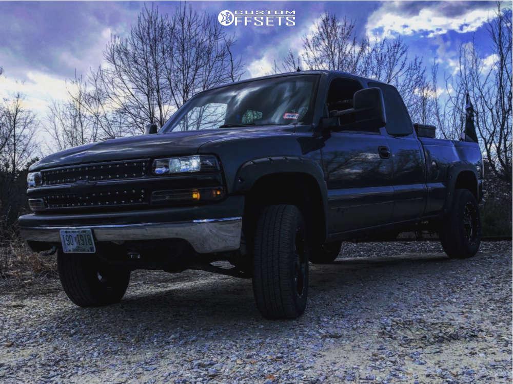 "2001 Chevrolet Silverado 1500 Aggressive > 1"" outside fender on 18x6.5 0 offset Moto Metal Mo970 & 31""x7.5"" Goodyear Wrangler Ht on Suspension Lift 3"" - Custom Offsets Gallery"