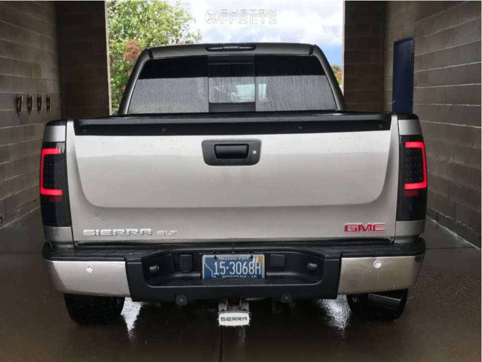 """2008 GMC Sierra 1500 Aggressive > 1"""" outside fender on 20x10 -25 offset Ballistic Machete and 31""""x11.5"""" Hankook Dynapro At2 on Leveling Kit - Custom Offsets Gallery"""