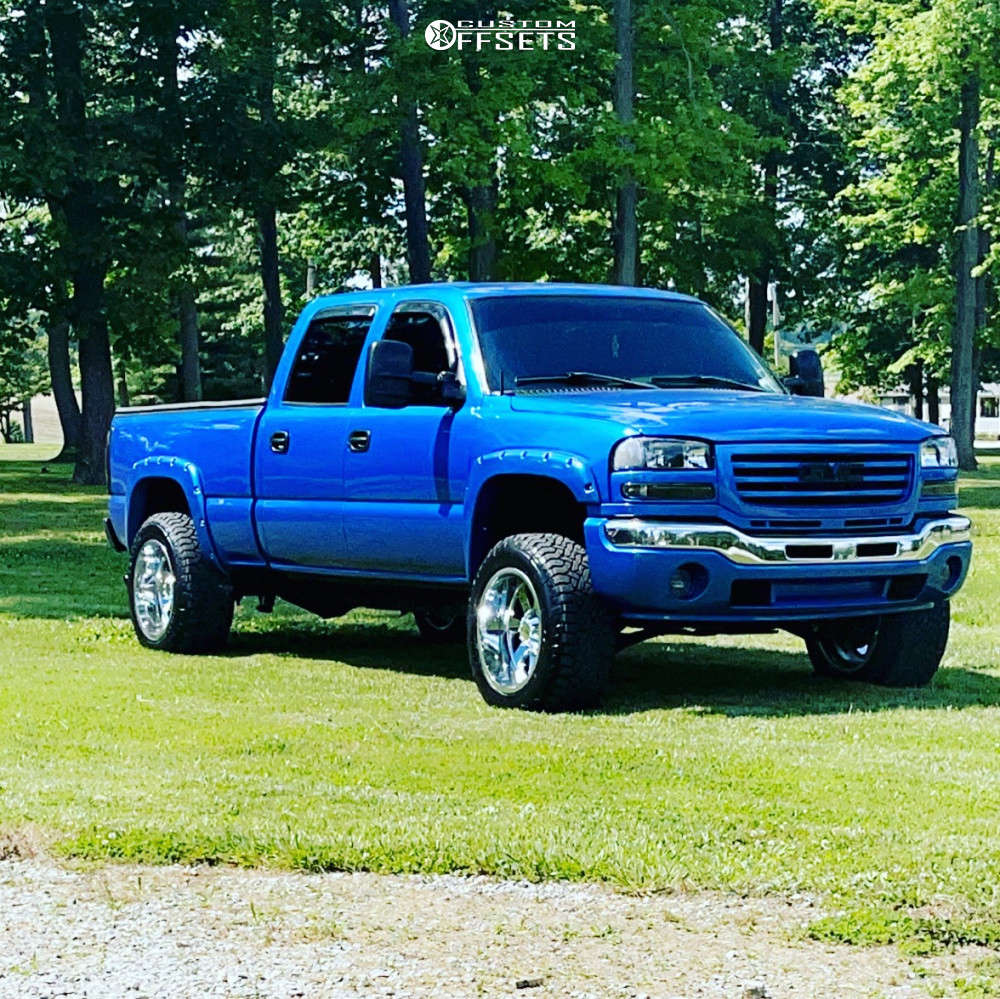"""2004 GMC Sierra 2500 HD Aggressive > 1"""" outside fender on 20x12 -24 offset Moto Metal 962 and 305/55 Fuel Gripper At on Leveling Kit - Custom Offsets Gallery"""