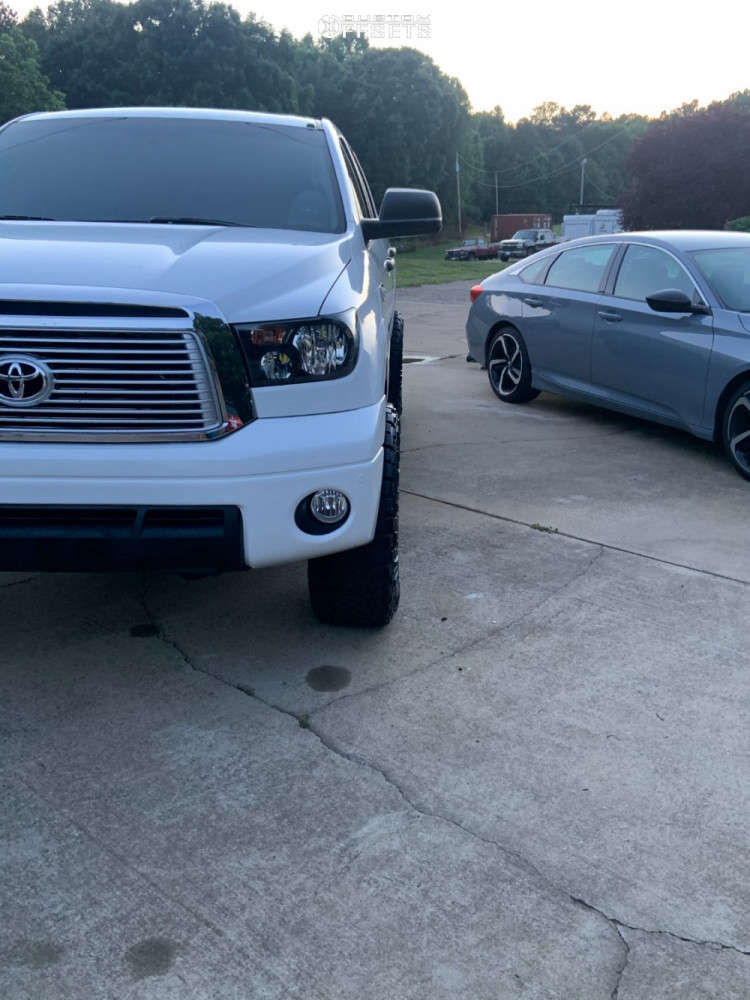 """2013 Toyota Tundra Aggressive > 1"""" outside fender on 17x8.5 0 offset Method Mr305 and 35""""x12.5"""" Nitto Ridge Grappler on Suspension Lift 4"""" - Custom Offsets Gallery"""