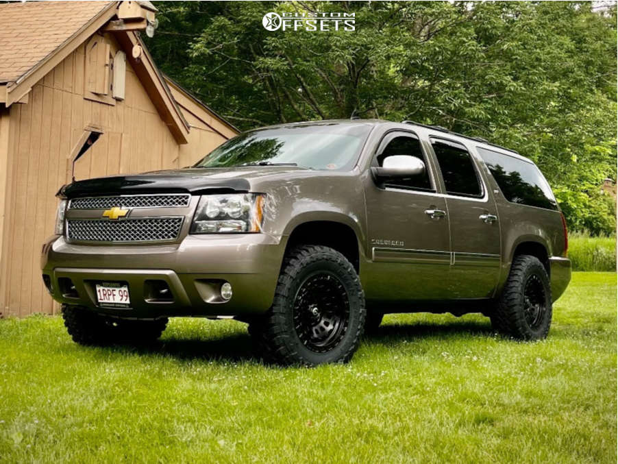 """2013 Chevrolet Suburban 1500 Aggressive > 1"""" outside fender on 18x9 11 offset Fuel Zephyr & 33""""x12.5"""" Toyo Open Country M/t on Leveling Kit - Custom Offsets Gallery"""