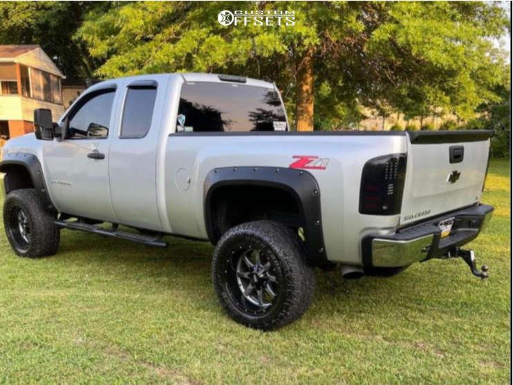 "2013 Chevrolet Silverado 1500 Aggressive > 1"" outside fender on 30x11 0 offset Moto Metal 962 & 30""x11.5"" Toyo Tires 453 on Suspension Lift 6"" - Custom Offsets Gallery"