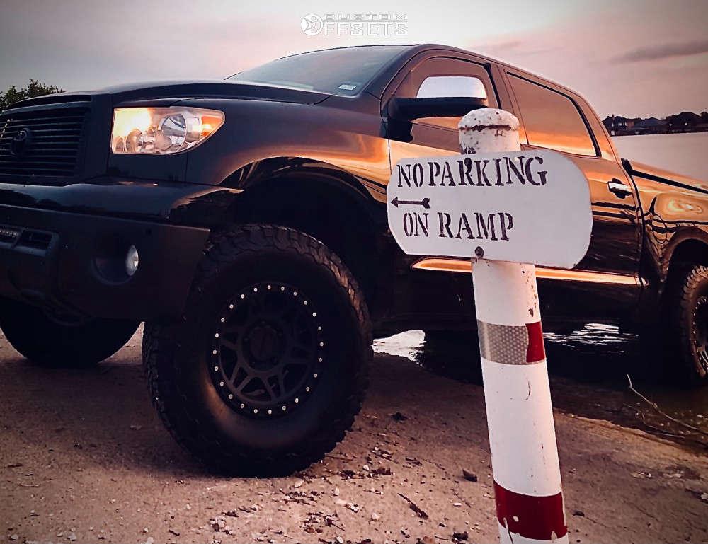 "2013 Toyota Tundra Aggressive > 1"" outside fender on 17x9 0 offset Method Mr312 & 315/70 BFGoodrich All Terrain T/a Ko2 on Leveling Kit - Custom Offsets Gallery"
